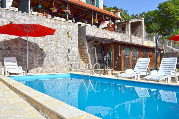 Inland Dalmatia 5BR Villa with Pool - Vrlika - Vila