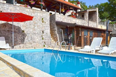 Inland Dalmatia 5BR Villa with Pool - Vrlika - Huvila