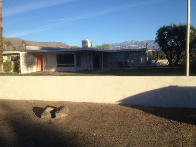 Enjoy our Renovated Mid-Century Home at DeAnza CC - Borrego Springs - House