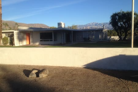Enjoy our Renovated Mid-Century Home at DeAnza CC - Borrego Springs - Hus