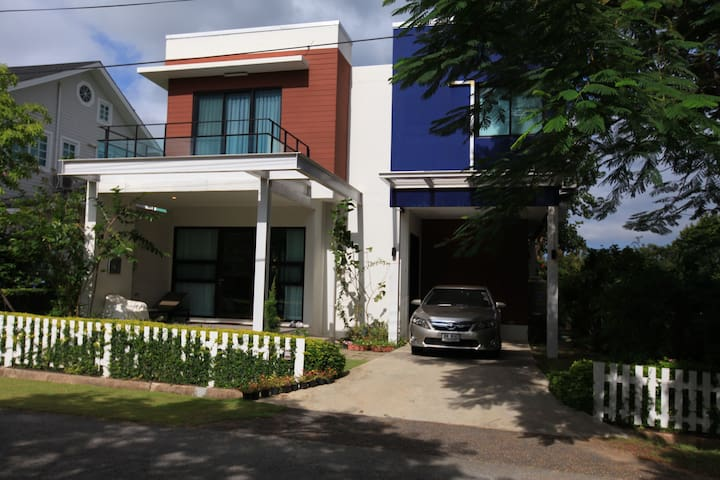Lovely home next to Bonanza Resort - Tambon Khanong Phra - Dom