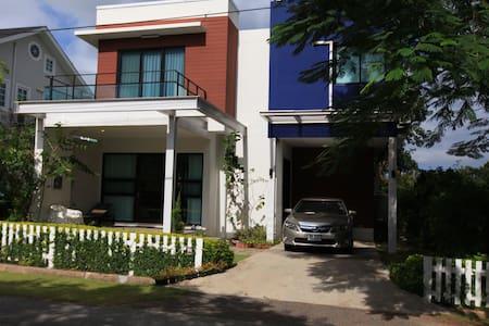 Lovely home next to Bonanza Resort - Tambon Khanong Phra - 獨棟