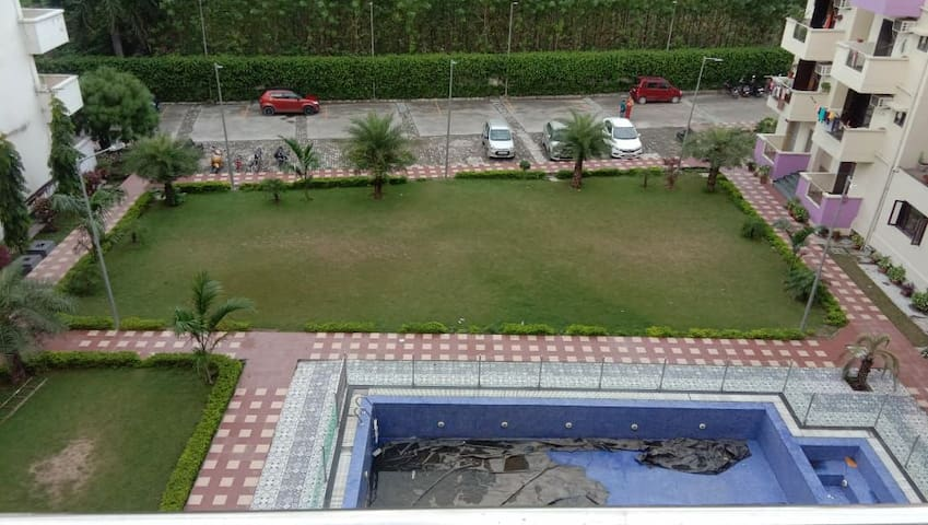 Fully furnished 3BHK apartment with AC and parking