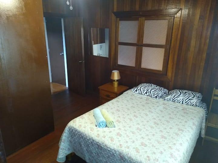 Zentral gelegene Wohnung in 2-Fam-Haus bis 6 Pers.
