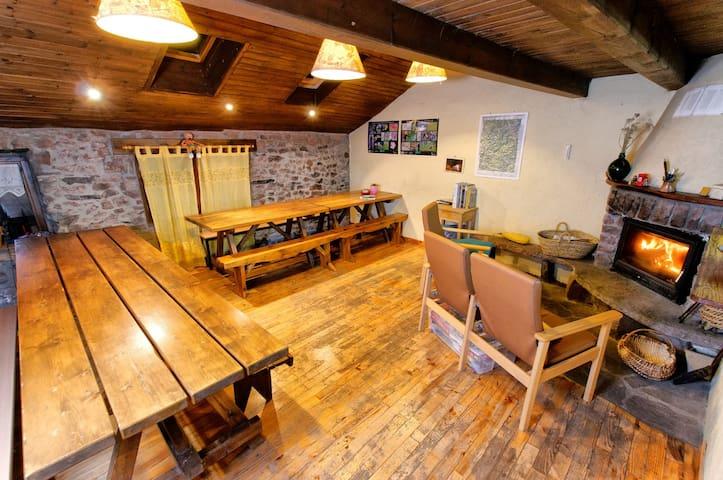 Refugi Vall de Siarb - your hostel! - Llagunes - Huis