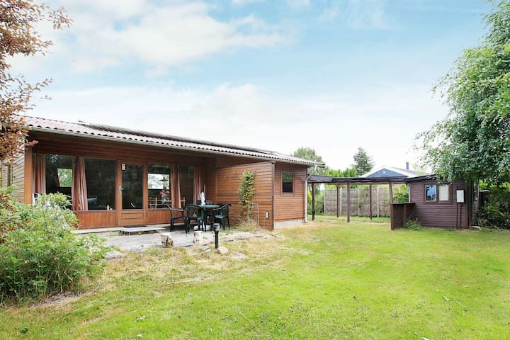 4 person holiday home in Dronningmølle
