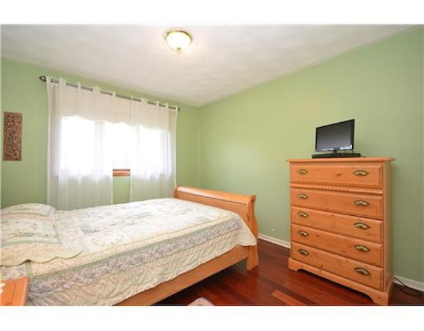 Private home with in-door pool - Hawkesbury - Apartment
