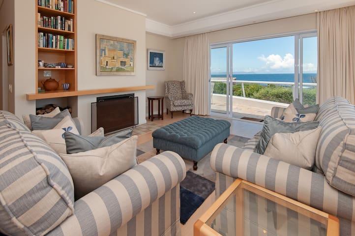 Luxury sea-facing holiday home Vermont, Hermanus