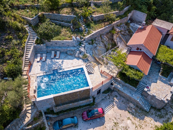 Vala Home 212 - Stone House with pool and sea view