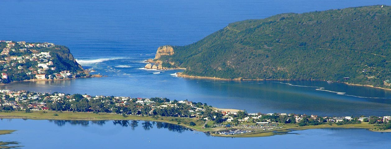 10 steps to the beach - on Leisure Isle, Knysna