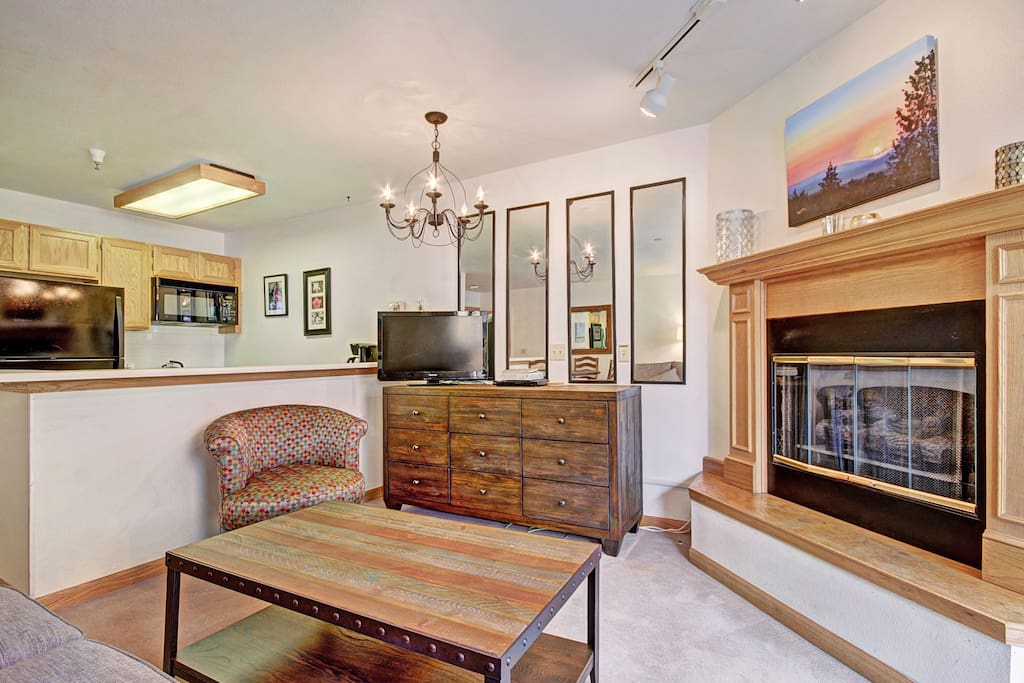 Furniture,Microwave,Oven,Chair,Fireplace