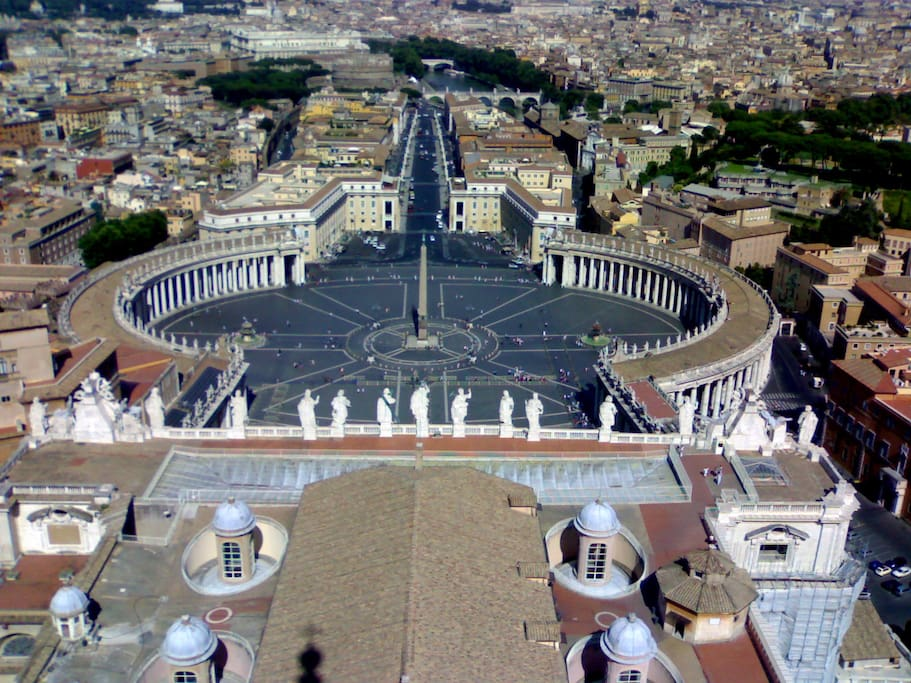 Saint Peter square is just 7 minutes walking far from the apartment.