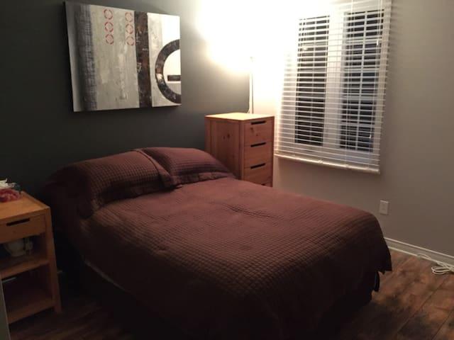 Chambre et accès maison / Room with house acces - Blainville - 民宿