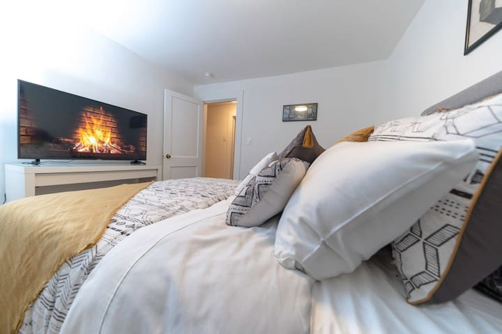 "After spending the day out hiking, get comfortable and relax in a queen bed with a 50"" 4K smart TV (streaming). Croton Lodge sleeps 6 people with 2 bedrooms and 2 queen sized beds as well as a couch and an air mattress for the living room."