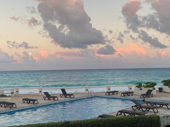 Luxury & Beautiful Beachfront Condo - Villas Nizuc