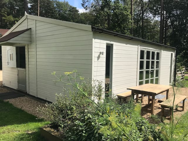 Modern cabin with wifi and smart TV