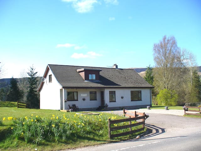 Corrie Liath B & B, Fort Augustus, double upstairs