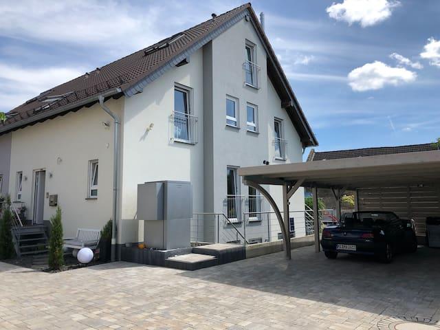 Privathaus mit Garten, Hof und Pool