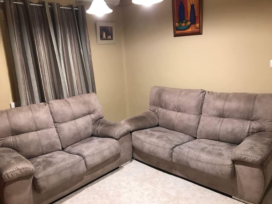 Sofás excelentemente cómodos.