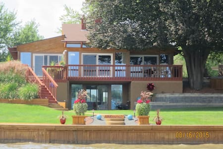 Modern Lake Fenton Executive Home... - Fenton