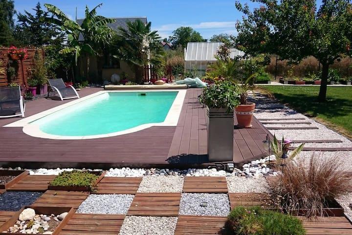 Chambre et piscine à la campagne - Saint-Denis-les-Ponts - House