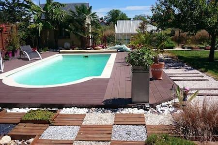 Chambre et piscine à la campagne - Saint-Denis-les-Ponts - Casa