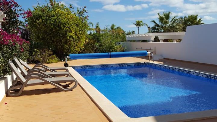 Contemporary 3 bed Villa, Heated Pool & Sea Views