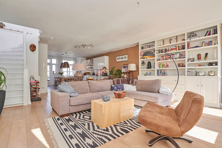 Large and well decorated living room