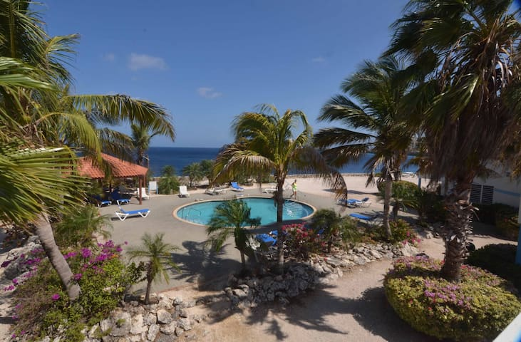 Oceanfront Bungalow 3 BR 3 Bath w/glorious views! - Sabana Westpunt - Bungalow