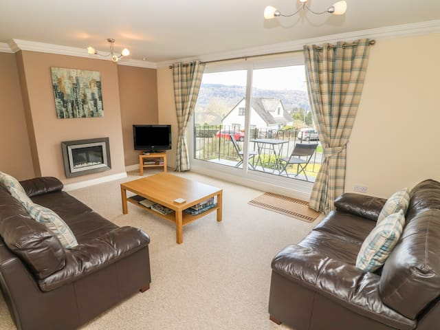 LOWER BRANTFELL, family friendly in Bowness-On-Windermere, Ref 972403