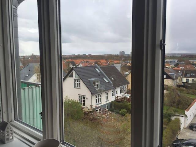 Lys Lejlighed med fantastisk udsigt - Århus - Huoneisto
