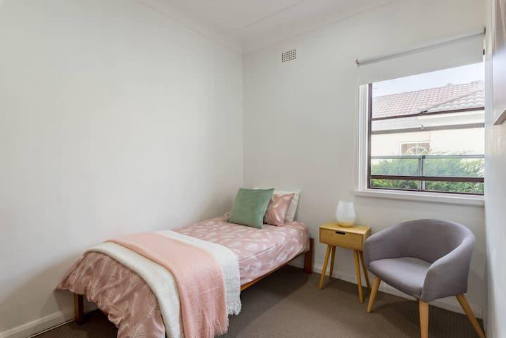 Single Sunny Room Rose Bay/North Bondi