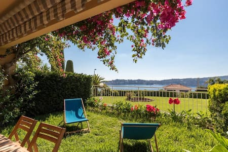 2 BDR Villefranche-sur-Mer, Sea View, Parking and Swimming Pool