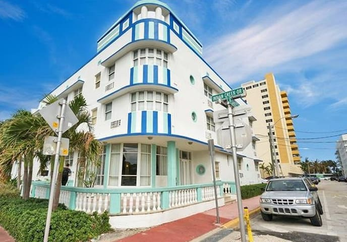 NEW studio in Miami Beach, only 2 mins from BEACH!