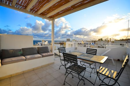 ★Spacious Apt, Panoramic Roof Terrace, Sea Views!★