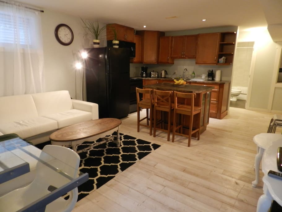 A lovely, modernly furnished 2 bed 2 full bath suite with full kitchen