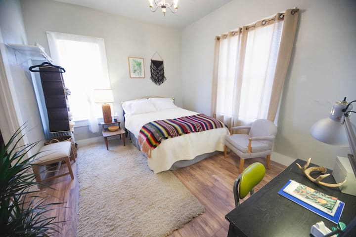 Southwest Studio | Budget Stay | Close to I-5 & DT