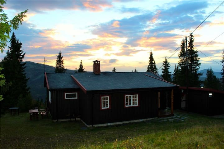 Fjelltun is a restored, traditional log cabin