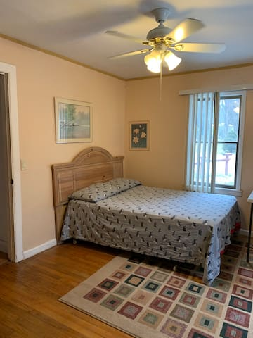 2183 A Beautiful Auburn Hills ranch house Room A