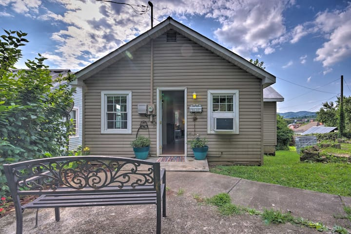 NEW! Private Solar Hill, Downtown Bristol Cottage!