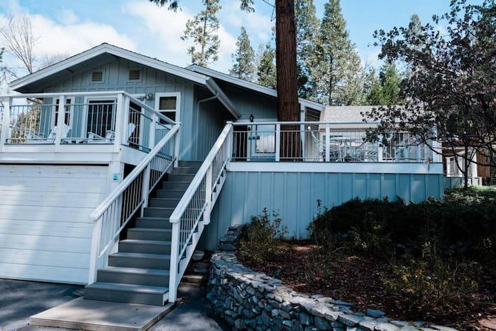 Lakeside Manor- !! New Listing !! with Lake Views