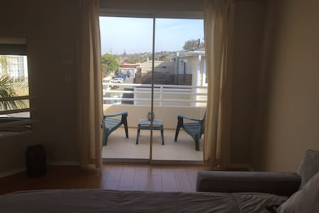 Awesome Loft w/ Bath in Town home - Hermosa Beach - Townhouse