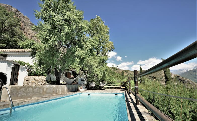 Finca with private pool & views over Sierra