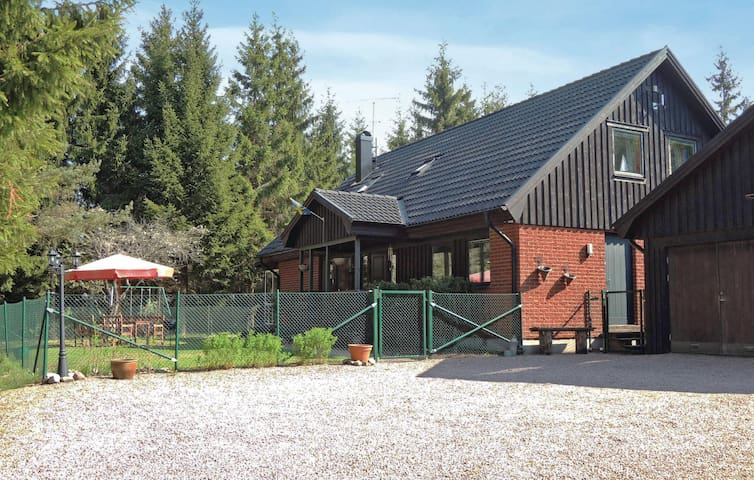 Holiday cottage with 4 bedrooms on 157m² in Markaryd
