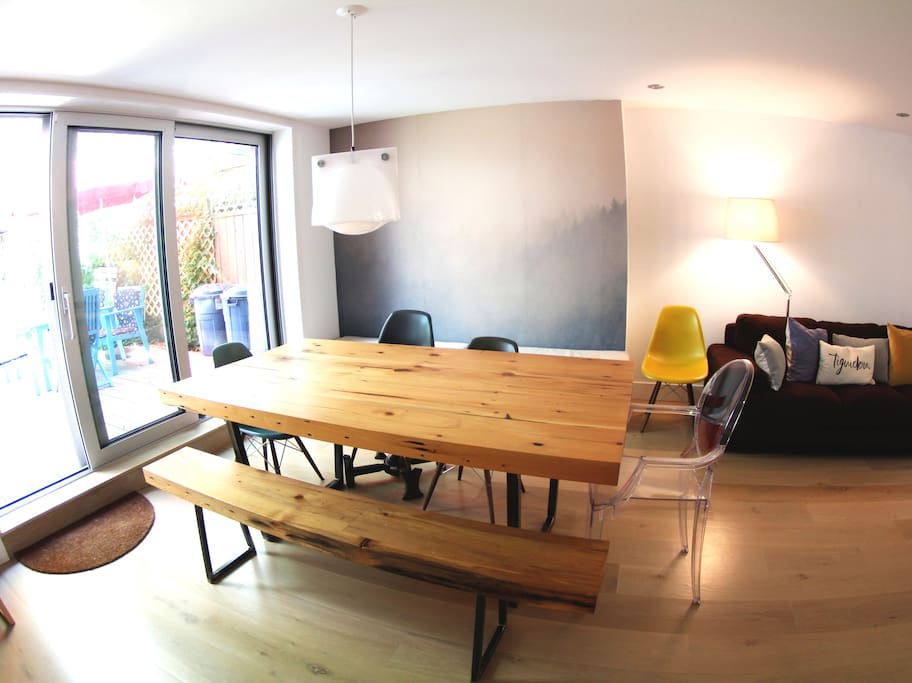 Dining room for 6-8