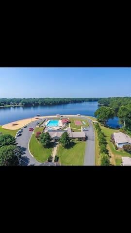Lakefront getaway near Ashland
