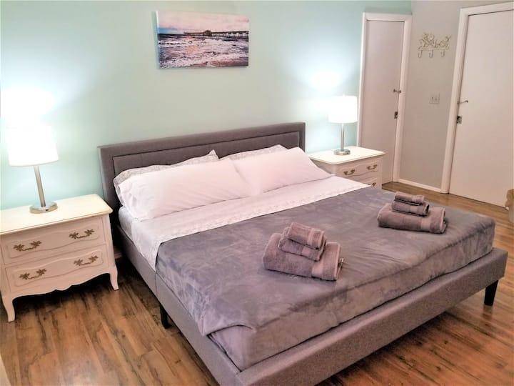 Beautiful Room in Wellness Retreat 2 min. to Beach