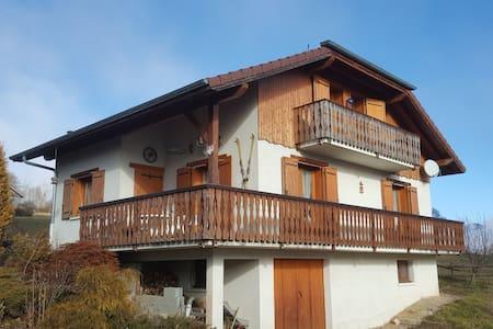 Maison 140m2, 4 chambres, proches stations ski - Vinzier - Casa