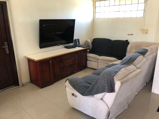 Convenience large 1 bed room unit