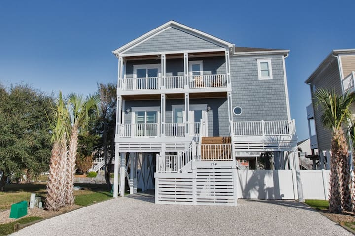 NEW 'Sand Happens 2' on Canal w/Private Dock!! Handicap Friendly!  Private Pool 4 BR - Holden Beach